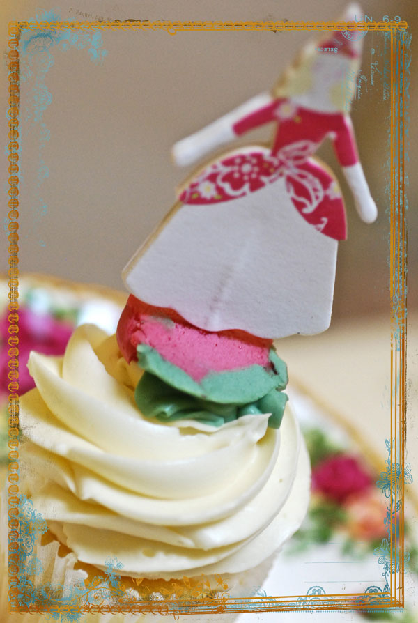 A Fanciful Life: A Sma... Smooshed Cupcake