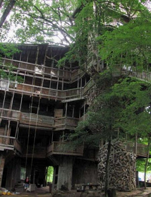 Just cool pics the largest treehouse in the world - Biggest treehouse in the world ...