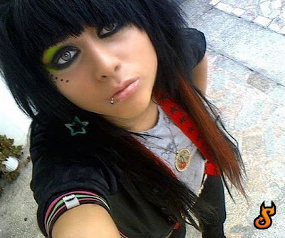 Fat Emo Girls http://justcoolpics.blogspot.com/2009/12/emo-girls.html