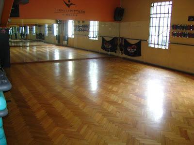 Formula fitness salon de musculacion y salon de clases for Salon de fitness