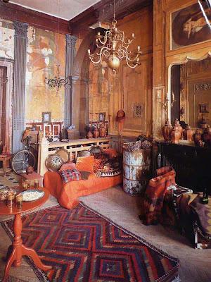 Abitazione - laboratorio di Philippe Model, creatore di moda, in un palazzo parigino di fine '600, progettato da Jules Hardouin-Mansart, architetto di Luigi XIV