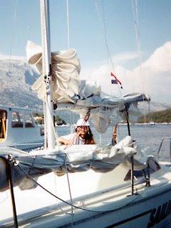 Anni fa abbiamo affittato in due una piccola barca a vela a Korcula, in Croazia