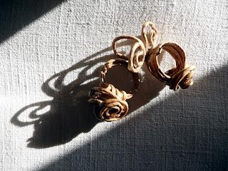 Gioielli di carta, filo, corda, tessuto, legno, metallo ed altri materiali poveri - anello 4,5,6