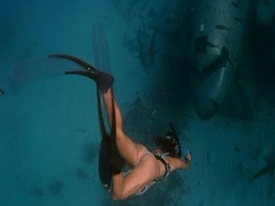Jessica alba into the blue bikini