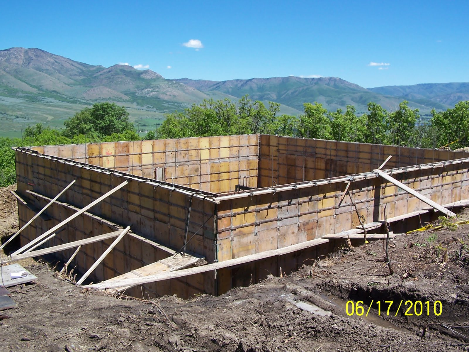 Mumford log home footings and foundation for Basement wall forms