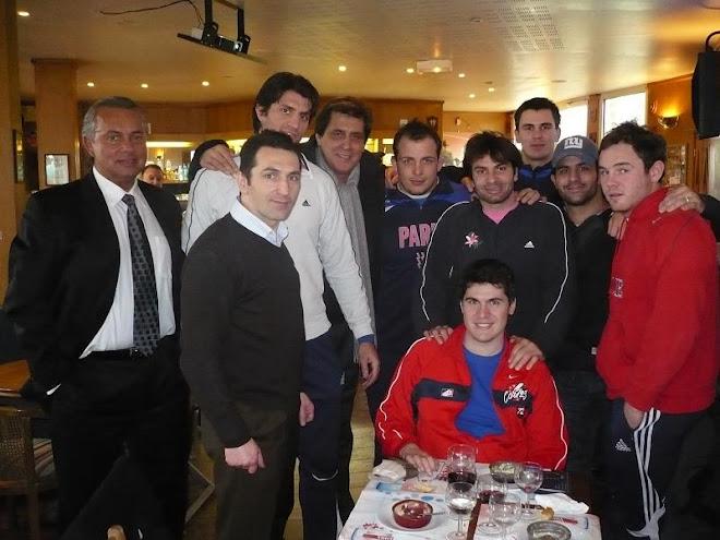 ALBUMUL CU PRIETENI: George Balta, alaturi de rugbystii echipei franceze Stade Francais