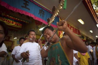 7piercing buegel DW  676943g Extreme Piercing   Phuket Vegetarian Festival...