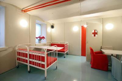 bizarre-stuff-Hospital-Restaurant-+Latvia-8