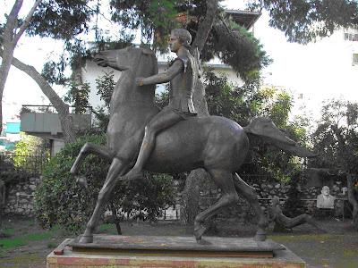megasalexandros Εγκρίθηκε η τοποθέτηση του αγάλματος του Μεγάλου Αλέξανδρου μπροστά από το δημαρχείο της Αθήνας!