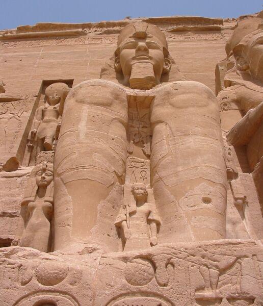 http://4.bp.blogspot.com/_X4qe7-HyiEs/TG4K-qWxEXI/AAAAAAAADOQ/BPoFjVxResY/s1600/29_20030527_Ramses_II_statue_Great_Temple_of_Abu_Simbel.jpg