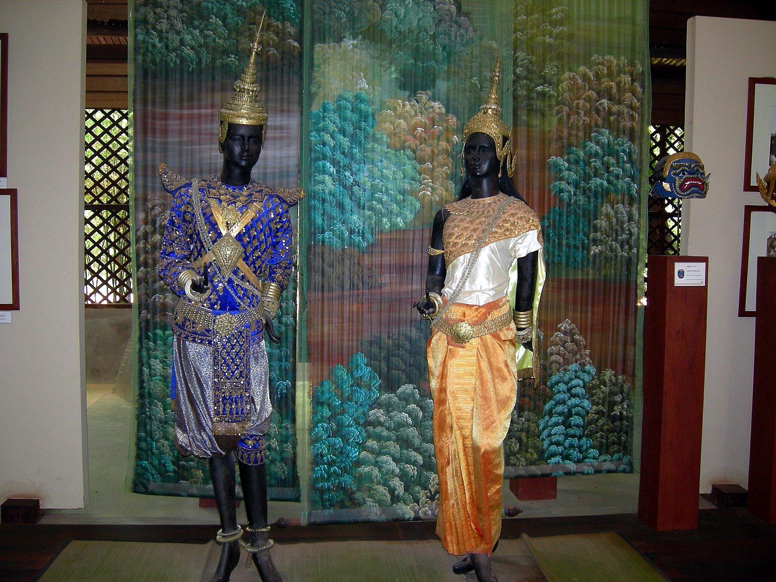 Malaysia And Cambodia: 48. Artisans d'Angkor 3 - Silk ...