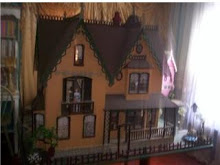 MY DAUGHTERS VICTORIAN DOLL HOUSE