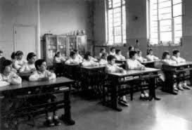Como sentarse en una sala de clases!!