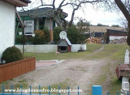 http://4.bp.blogspot.com/_X643PcxIPVk/Sw_siERqnUI/AAAAAAAAen0/GyANY-mPjaI/s1600/casinha-moderna.jpg