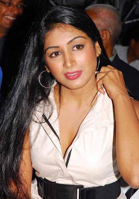 padmapriya in poppins  Kannada Actress Padmapriya