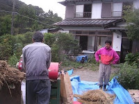 脱穀②上田さんとダックのトレーニング