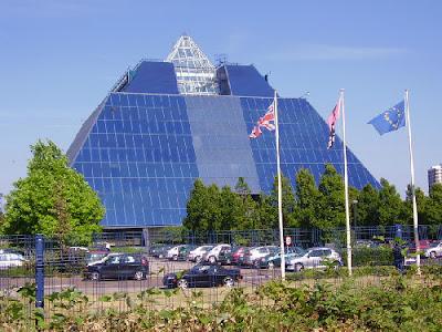 [Image: Pyramid+Bank.jpg]