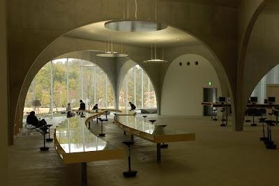 La biblioteca de la universidad de arte de tama una for Universidad de arte
