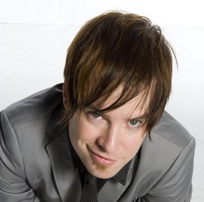 Shaggy men David Cook's shaggy hair. This is a stylish look for David Cook,