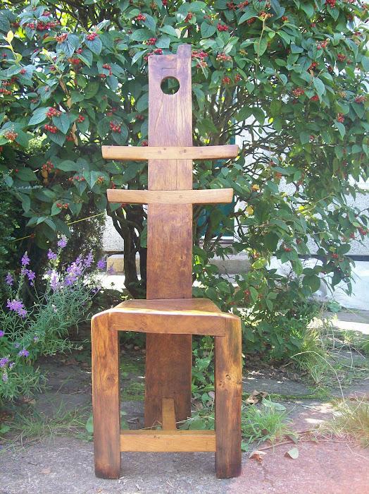 tripod totem chair