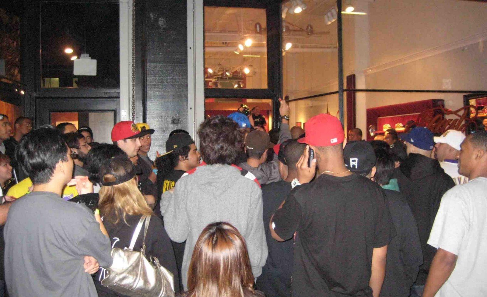 [crowd]