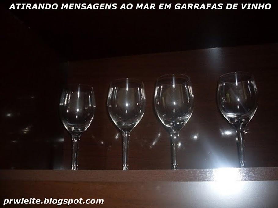 ATIRANDO MENSAGENS AO MAR EM GARRAFAS DE VINHO