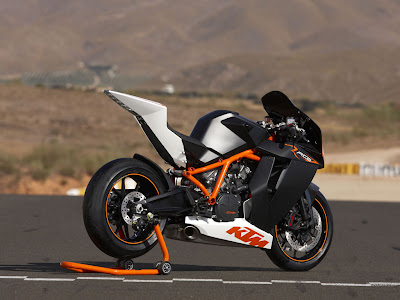 KTM RC8 rear view pictures