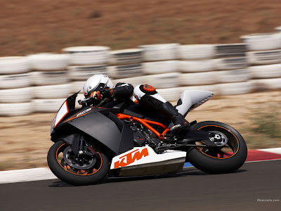 KTM RC8 on race pictures