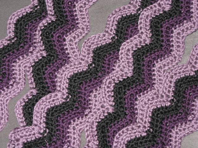 Crochet Patterns Zig Zag Blanket : little bit of Kaos: Crochet Zig Zag Blanket