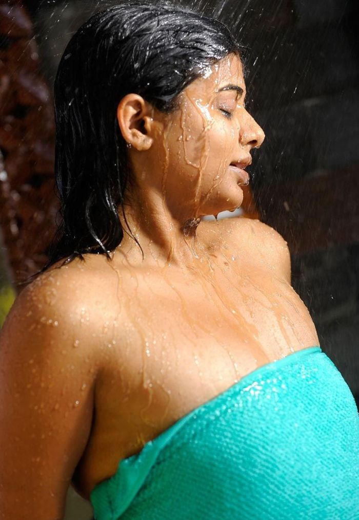 priyamani hot bathroom video