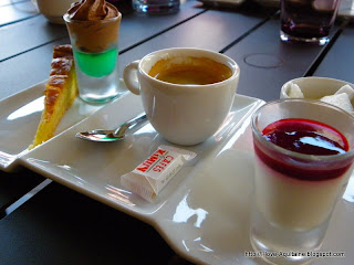 Café gourmand = coffee with mini dessert