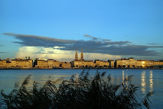 Bordeaux city silhuette by night