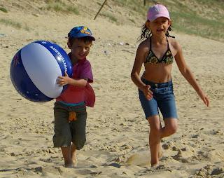 Children playing on Saint Girons beach