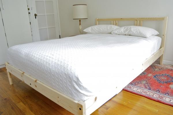 سرير طفله من سنتر بوينت مكتبة طاولة اطفال بكراسيها من