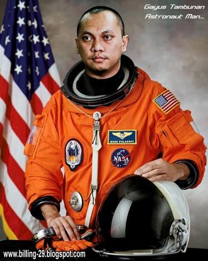 http://4.bp.blogspot.com/_XJS3J_ZflMo/TSlpessrUDI/AAAAAAAAAL4/qSzgQ1UmHnA/s1600/Gayus+Tambunan+seorang+astronot.jpg