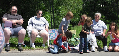 watching the parade, funny, candy