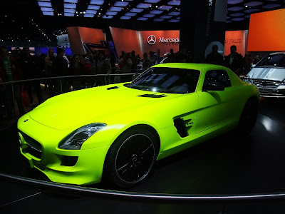Mercedes 300SL, neon green, detroit auto show