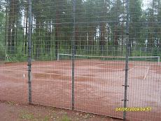 Vuorentaustan tenniskenttä kesällä ja Hervannan kuplahallissta talvikautena - Ottakaa yhteyttä