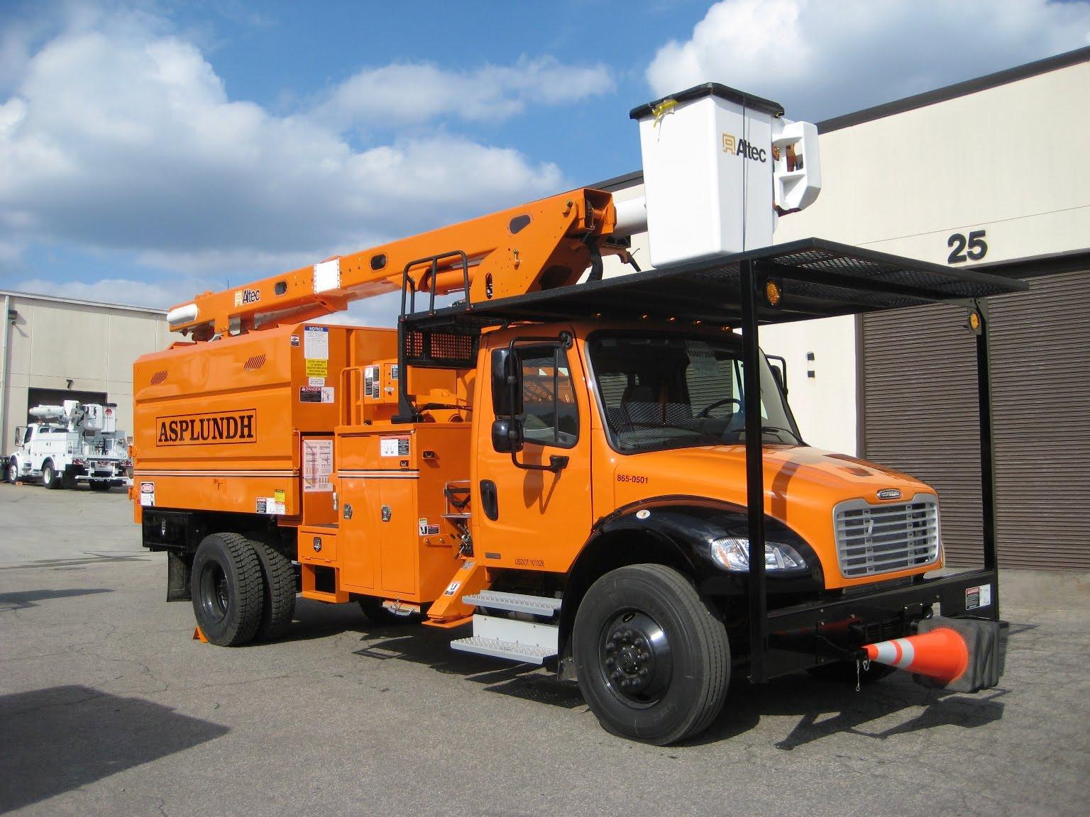 LOUIS – Freightliner Trucks