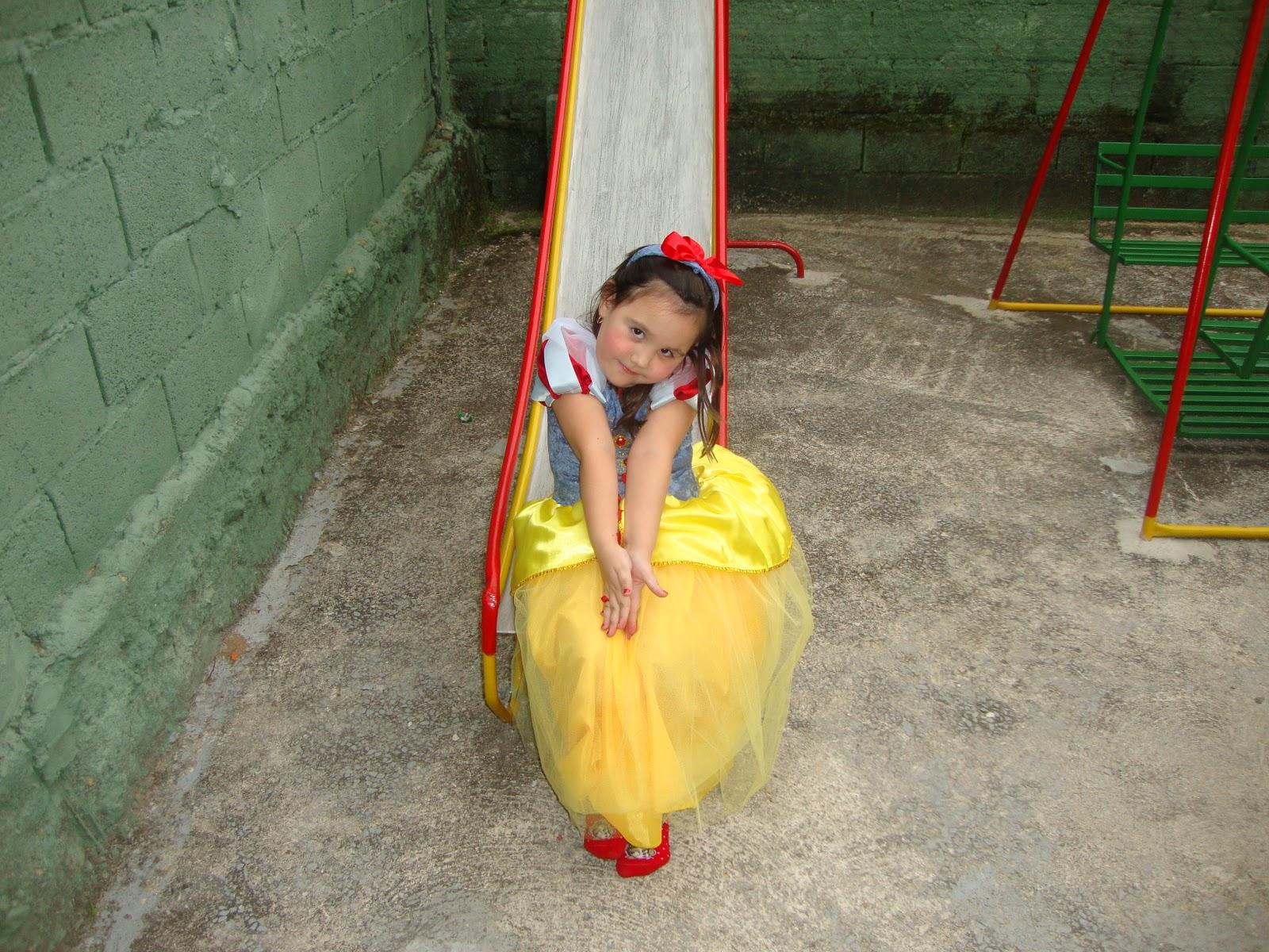 http://4.bp.blogspot.com/_XLIuhncTfGk/TMgE0qdb9tI/AAAAAAAAAA8/PU7VI3lZcS4/s1600/Niver+04+Anos+-+Princesas+040.jpg