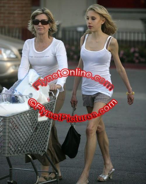 Una mama de compras y sin tanga upskirt - 3 part 2