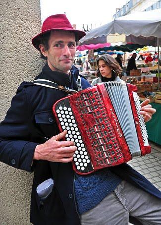 Jean-François-accordeoniste-a-Biras