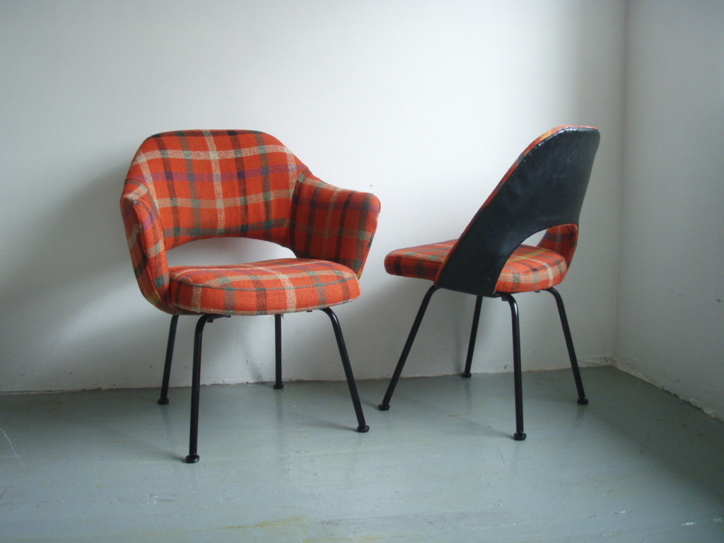 Charmant An Amazing And One Of A Kind Eero Saarinen For Knoll Chair. One Arm And One  Side Chair In An Amazing Vintage Woolen Red Plaid. The Back Of The Side Was  Left ...