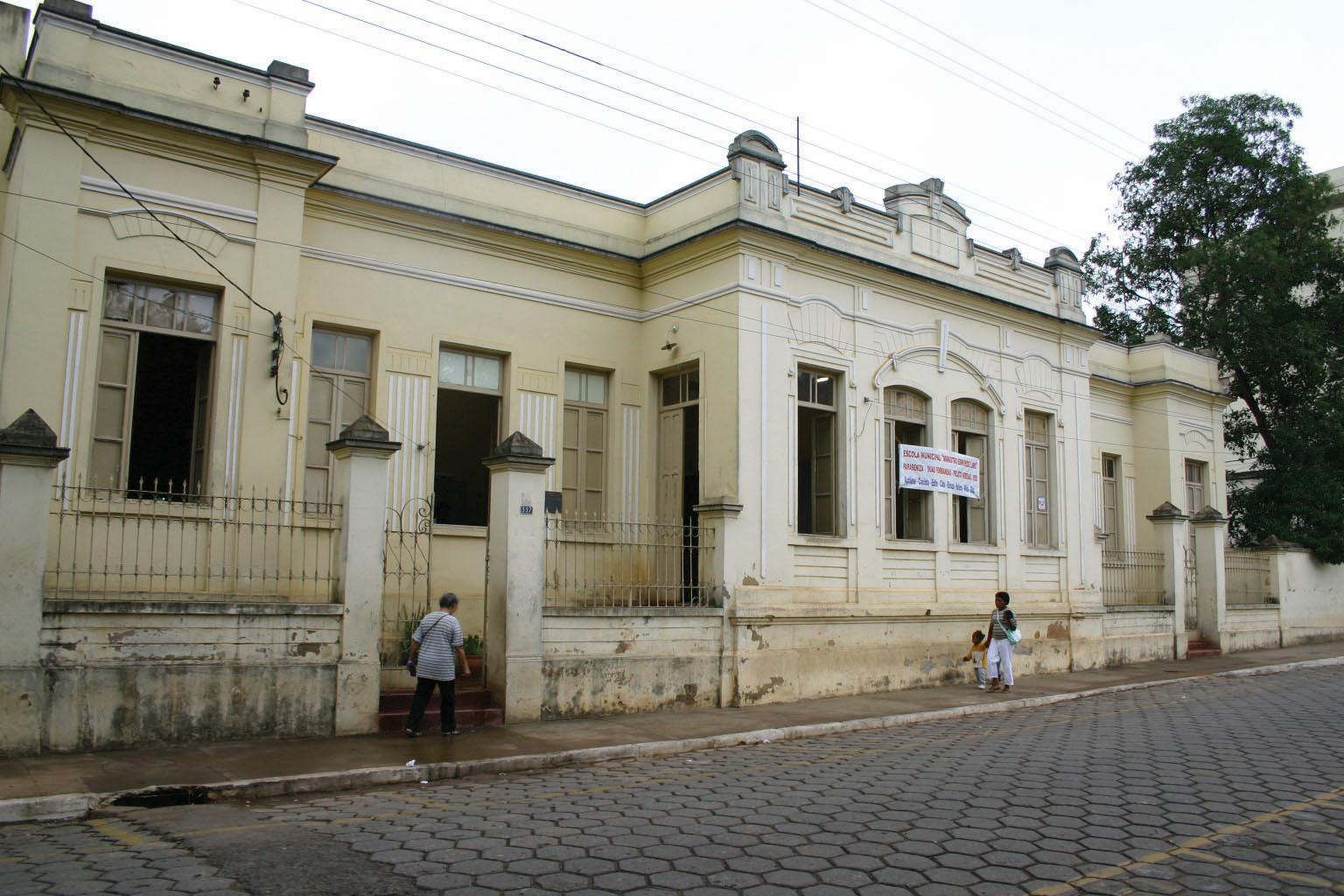 De Cadeia regional a Educandário municipal