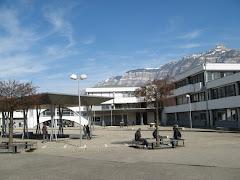 Le collège, vu de la cour