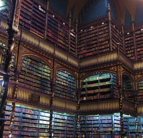 [Obrazek: huge+library.jpg]