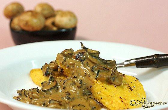Akshayapaatram: Caramelized onions & mushroom gravy with crispy ...