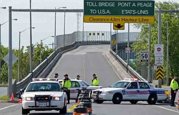 border crossing, Canada, US, roadblock