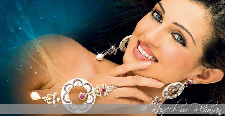 23557 10150167915610173 688825172 11869010 1537757 n - stunning diamond jewelry photoshoot