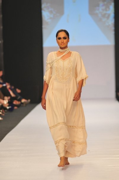 12834 169050597100 515807100 3298416 4339363 n - SANAM CHAUDHRY collection